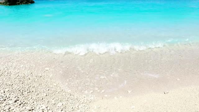 prachtig strand en blauwe zee
