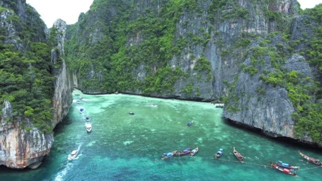 schöner strand, ko phi phi le, thailand - insel phi phi le stock-videos und b-roll-filmmaterial