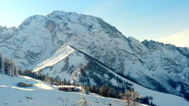 stockvideo's en b-roll-footage met mooie berchtesgaden alpen in rossfeld in de winter - sunny