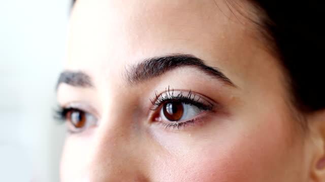Bellissimo occhi di donna marrone