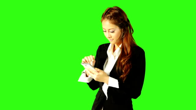 stockvideo's en b-roll-footage met beautiful business woman playing telephone with green screen background - keyable