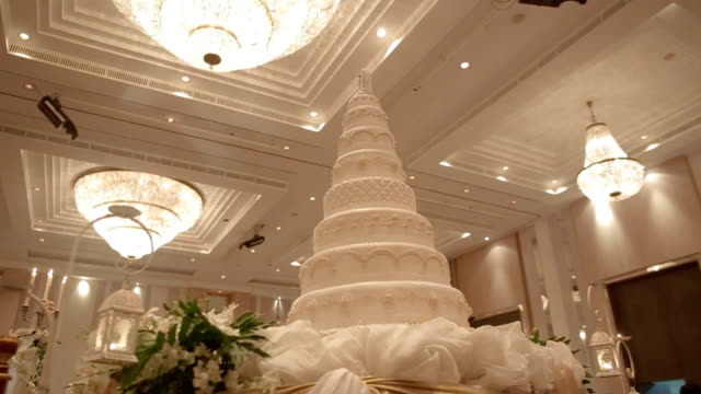 Beautiful Cake for wedding party, Dolly Shoot