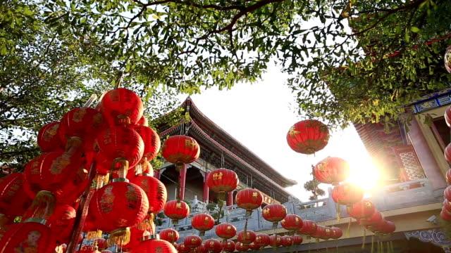 schöne chinesische laterne - chinesisches laternenfest stock-videos und b-roll-filmmaterial