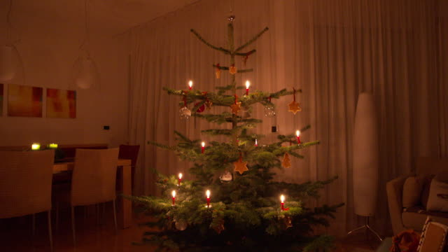 beautiful christmas tree in the living room, winter time - candlelight stock-videos und b-roll-filmmaterial