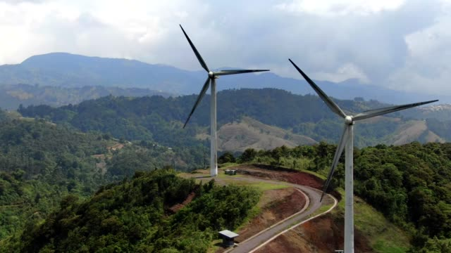 beautiful cinematic aerial view of the eolian renewable energy wind mild towers in costa rica - 空気力学点の映像素材/bロール