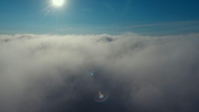 schöne wolken - zweiflügler stock-videos und b-roll-filmmaterial