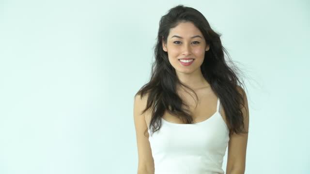 vidéos et rushes de ms beautiful, confident woman smiling. - femme séductrice