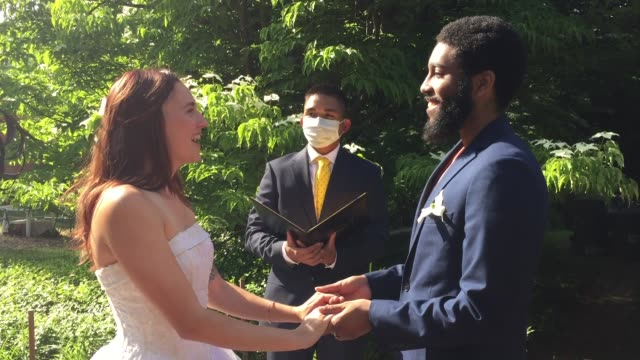 vídeos de stock e filmes b-roll de beautiful couple joining hands in marriage during quarantine (audio) - casamento