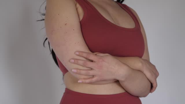 vidéos et rushes de belle femme sinueuse dans la lingerie - lingerie féminine