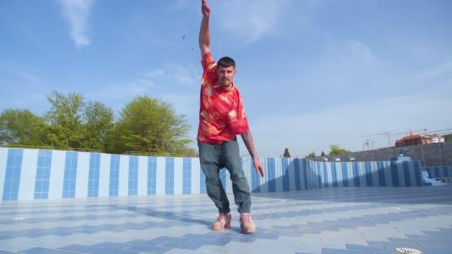 vidéos et rushes de belle journée pour bouger votre corps - breakdance