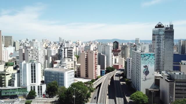 vídeos de stock, filmes e b-roll de beautiful day in downtown são paulo, brazil - silhueta urbana