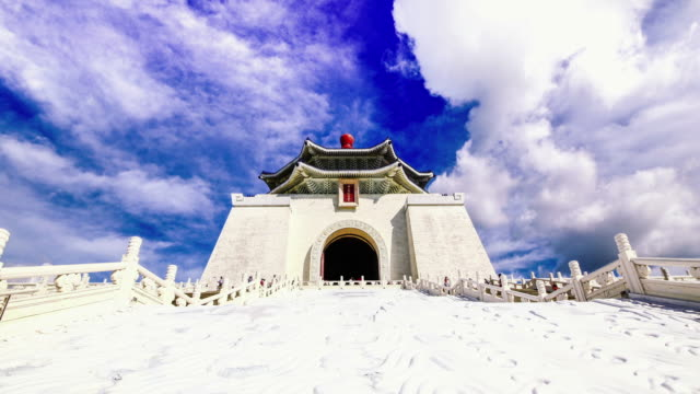 beautiful day of chiang kai-shek memorial hall, taipei, taiwan - chiang kaishek memorial hall stock videos & royalty-free footage