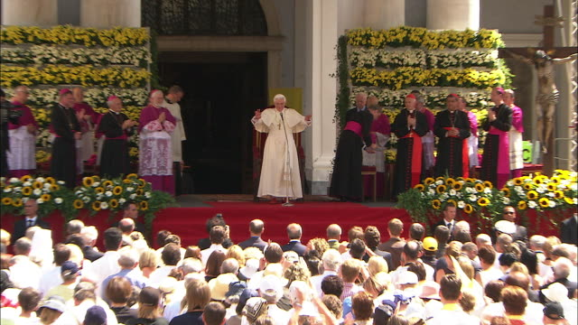 vídeos y material grabado en eventos de stock de beautiful day with the pope benedict xvi - pope