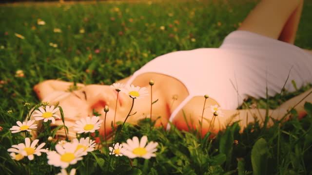 HD DOLLY: Schöne Träume unter Gänseblümchen