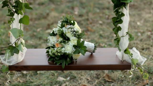 vídeos de stock e filmes b-roll de beautiful floral arrangement - ramo parte de uma planta