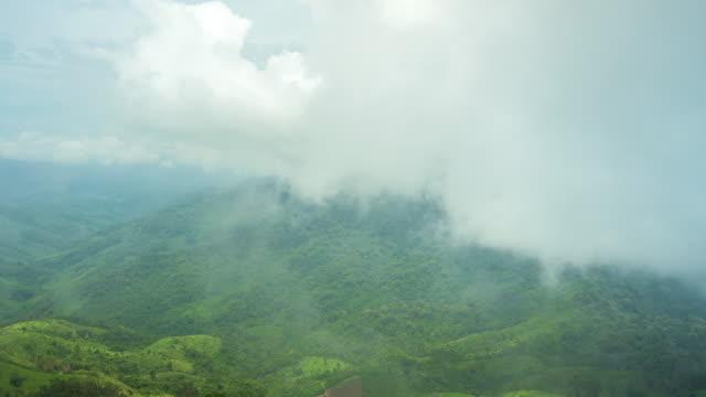 Schöne Aussicht von Nebel und Natur