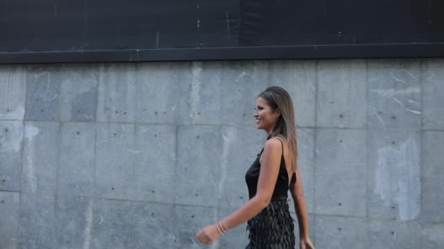 黒のドレスで美しい少女 - ドレス点の映像素材/bロール