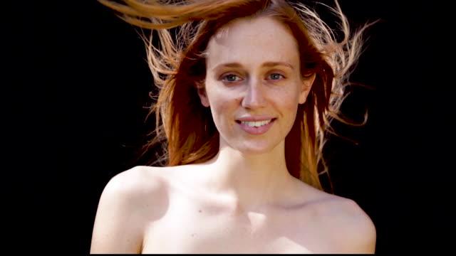 beautiful girl redhead posing for camera - mittellanges haar stock-videos und b-roll-filmmaterial
