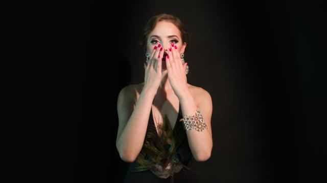 美しい魅惑的な女性 - アールデコ点の映像素材/bロール