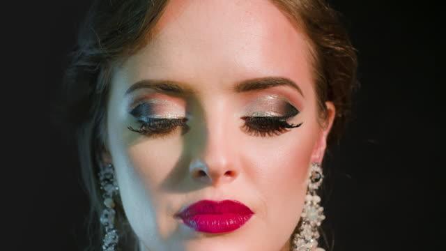 Vackra glamorösa kvinna