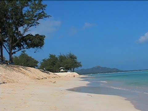 vídeos y material grabado en eventos de stock de hermosa playa en hawái - diez segundos o más