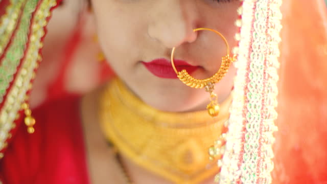 beautiful hindu bride in traditional dress looks at the camera. - indian ethnicity stock videos & royalty-free footage