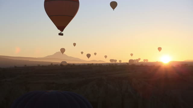 beautiful hot air balloons at sunset freedom to travel vacation exploration - hot air balloon stock videos & royalty-free footage