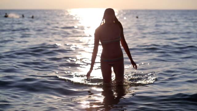 schöne insel urlaub - swimming stock-videos und b-roll-filmmaterial