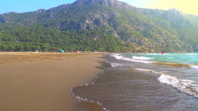 vidéos et rushes de beautiful iztuzu beach and waves in mugla, turkey. - turquie