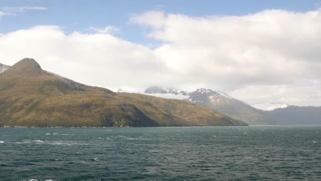 vídeos de stock, filmes e b-roll de beautiful landscape of patagonia from the sea - passear sem destino