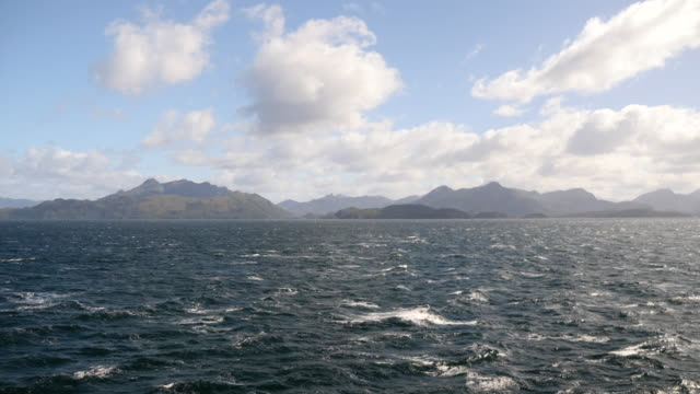 vídeos de stock, filmes e b-roll de beautiful landscape of patagonian mountains - passear sem destino