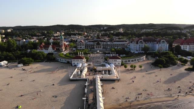 vidéos et rushes de beautiful landscape video of sopot old town nearby pier in sopot / molo w sopocie) in poland by drone camera. - culture de l'europe de l'est
