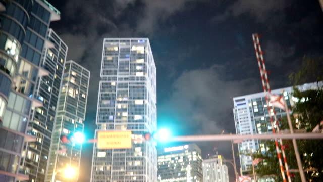 schöne lichter in der nacht - aufnahme von unten stock-videos und b-roll-filmmaterial