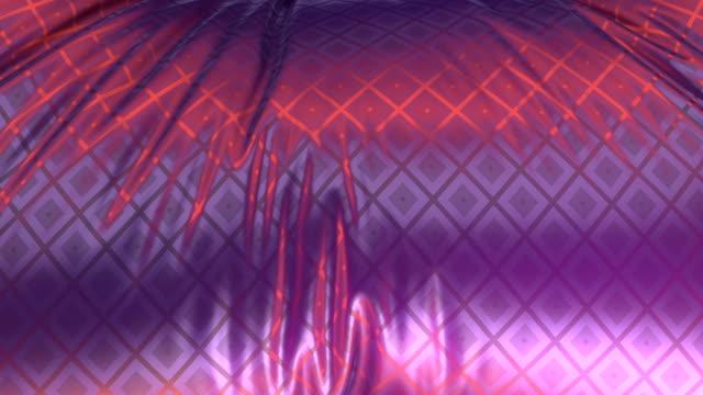 vídeos de stock, filmes e b-roll de belo fundo luxuoso de tecido que flui arco-íris ao vento com um padrão metálico de diamantes animados brilhantes. 3d renderização de animação digital hd - rombo