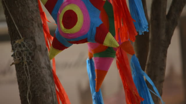 beautiful mexican christmas piñatas - weihnachtsbaum stock-videos und b-roll-filmmaterial
