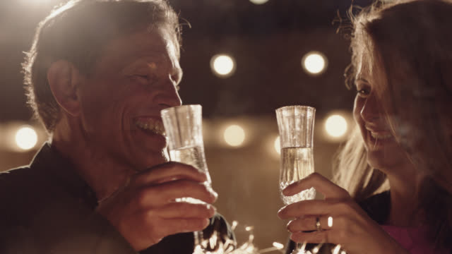 vídeos y material grabado en eventos de stock de slo mo. cu. beautiful middle aged couple toasting champagne kiss each other - 50 54 años