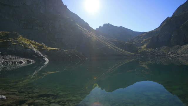 wunderschöne landschaft mit see - grenoble stock-videos und b-roll-filmmaterial