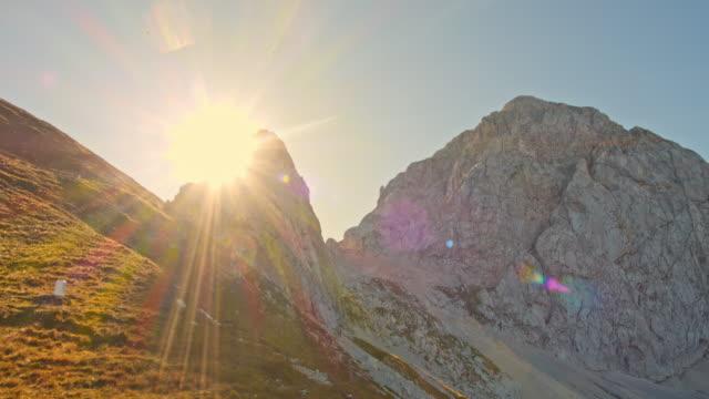 stockvideo's en b-roll-footage met ws prachtig uitzicht op de bergen in de julische alpen - julian alps