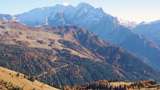 4 k: funes walley ドロミテ、イタリアの美しい山アルプス - トレンティーノ点の映像素材/bロール