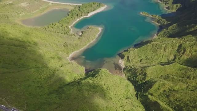 アゾレス諸島、サン ・ ミゲル島の美しい自然湖 - アゾレス諸島点の映像素材/bロール
