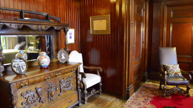 beautiful old fashioned furniture inside of the famous place which is a tourist attraction in the canadian city capital of the province of ontario... - 邸宅点の映像素材/bロール