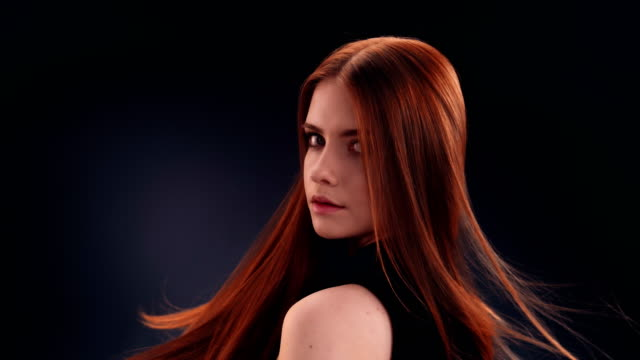 beautiful redhead woman tossing long hair - shampoo per capelli video stock e b–roll