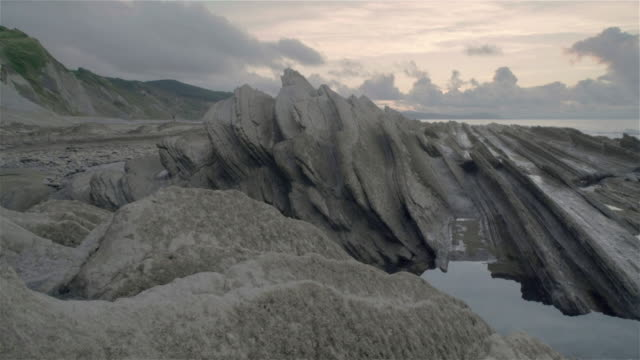 w/s beautiful rock beach in zumaia (basque country) in low tide - low tide stock videos & royalty-free footage