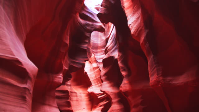 vídeos de stock e filmes b-roll de ws beautiful rock formations of antelope canyon - cultura navajo