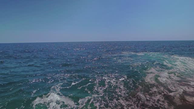 vacker stenig strand på egeiska havet i grekland - water's edge bildbanksvideor och videomaterial från bakom kulisserna
