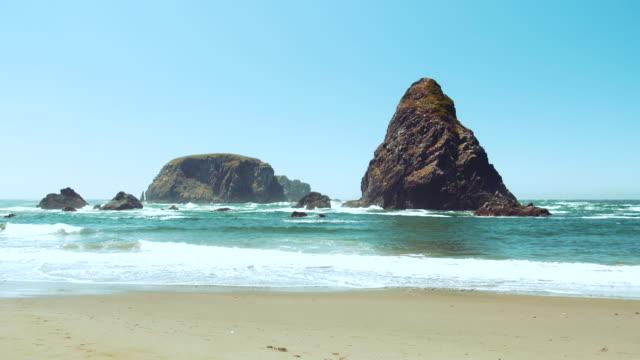 beautiful rocky beach scenic, oregon coast, america - oregon coast stock videos & royalty-free footage