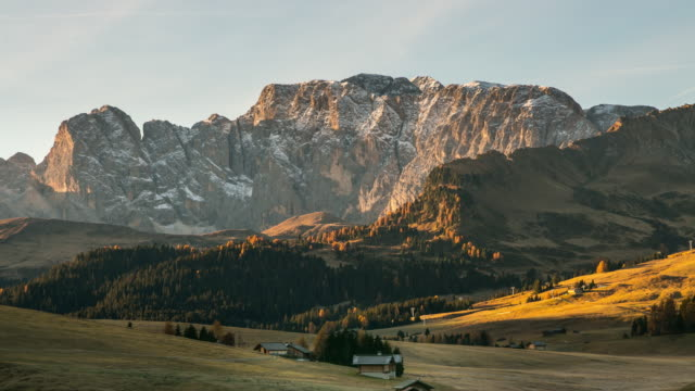 beautiful scenery from alpe di siusi, mountains of dolomite. group south tyrol, italy - alpe di siusi video stock e b–roll
