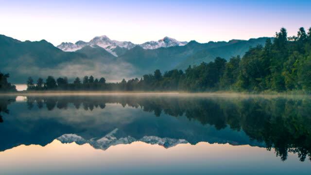 Vacker natur landskap i stadens Matheson sjön Fox Glacier södra Alperna fjälldalar nya Zeeland