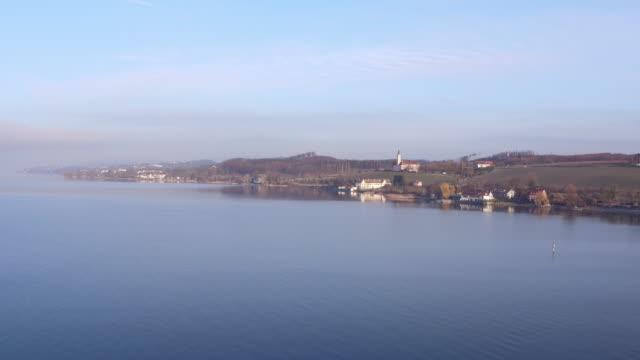 美しいボーデン湖と典型的なドイツ村とボーデン湖の風景 - バーデン・ビュルテンベルク州点の映像素材/bロール