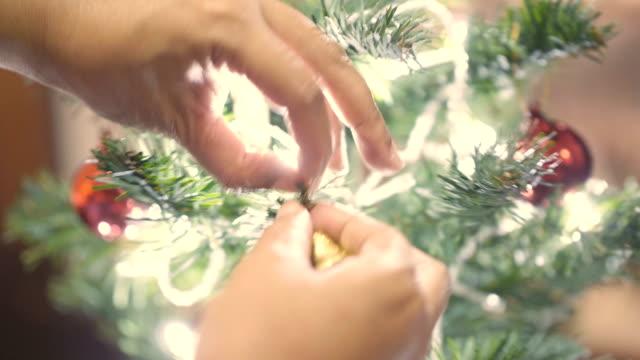 vídeos de stock, filmes e b-roll de bela temporada - decoração de natal